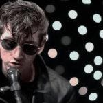 Alex Turner suona tre canzoni in acustico a KEXP