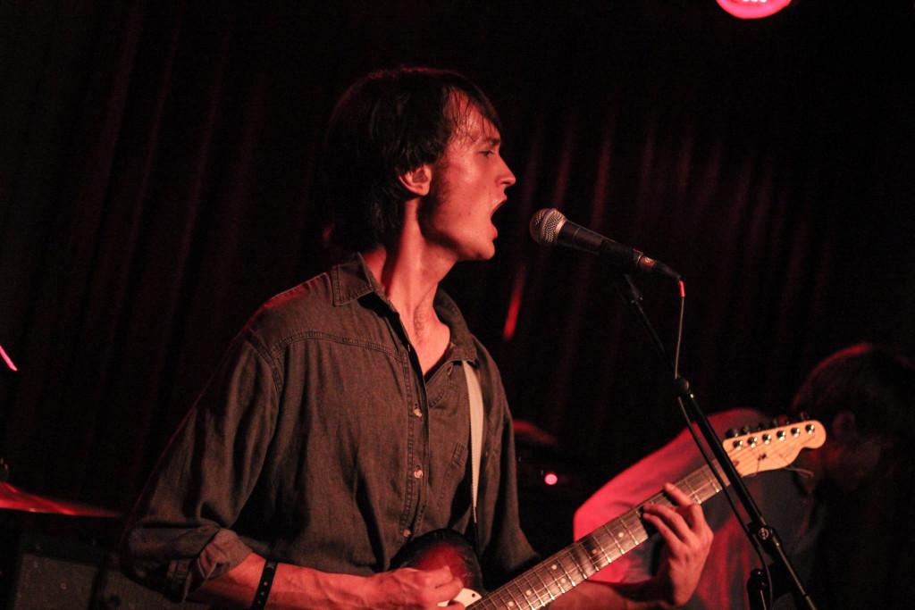 Tim Darcy al Way Out West 2015, nel live al Pustervik (foto di Chiara Viola Donati)