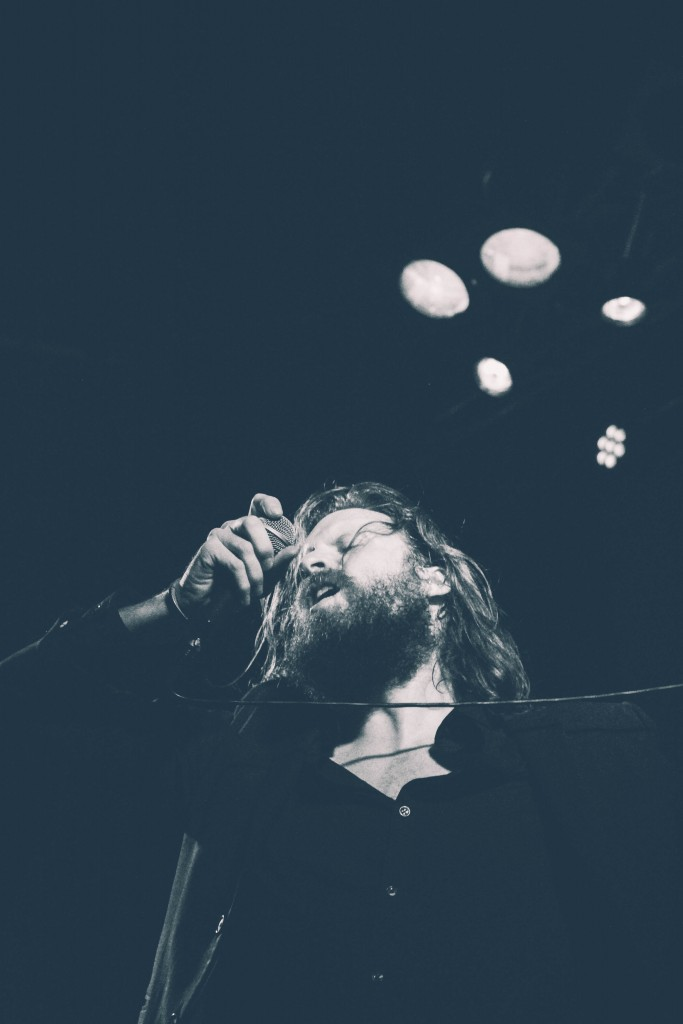 Father-John-Misty-Locomotiv-11