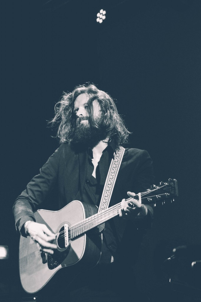 Father-John-Misty-Locomotiv-3