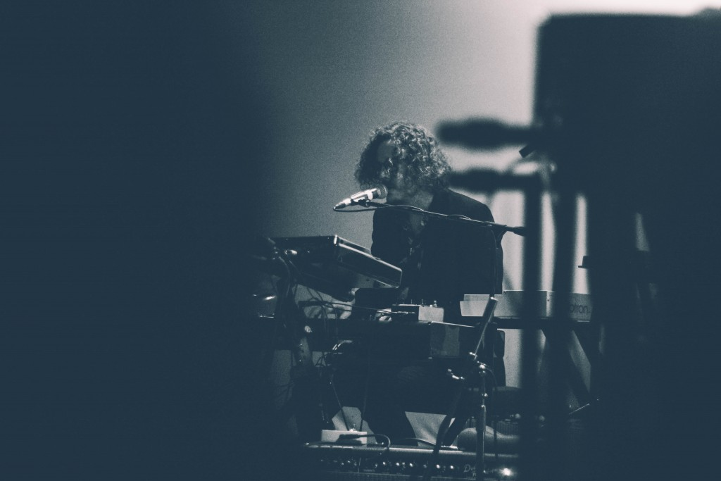 Father-John-Misty-Locomotiv-4