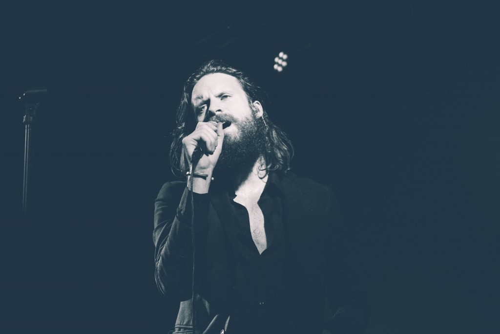 Father-John-Misty-Locomotiv-5