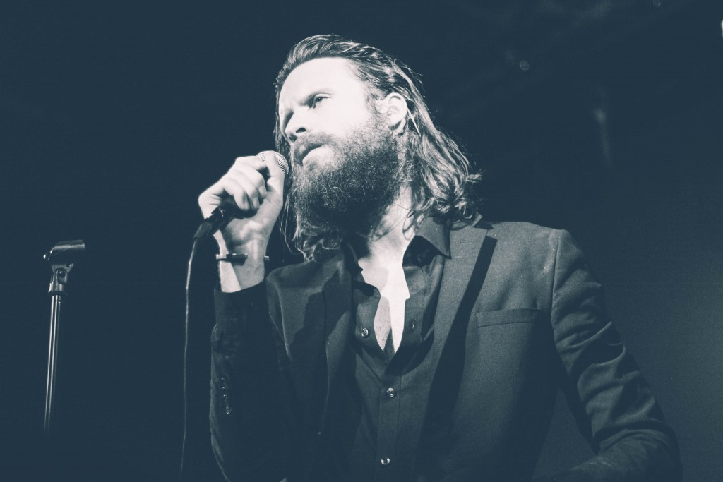 Father-John-Misty-Locomotiv-6