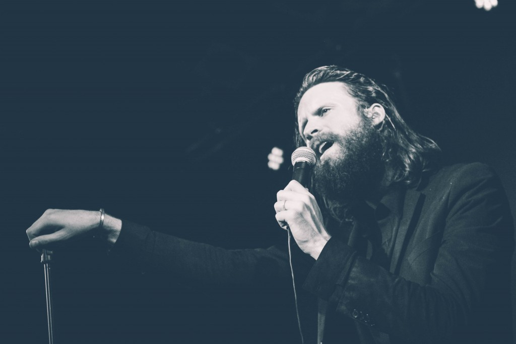 Father-John-Misty-Locomotiv-8