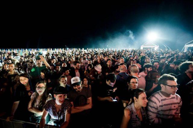 beaches-crowd