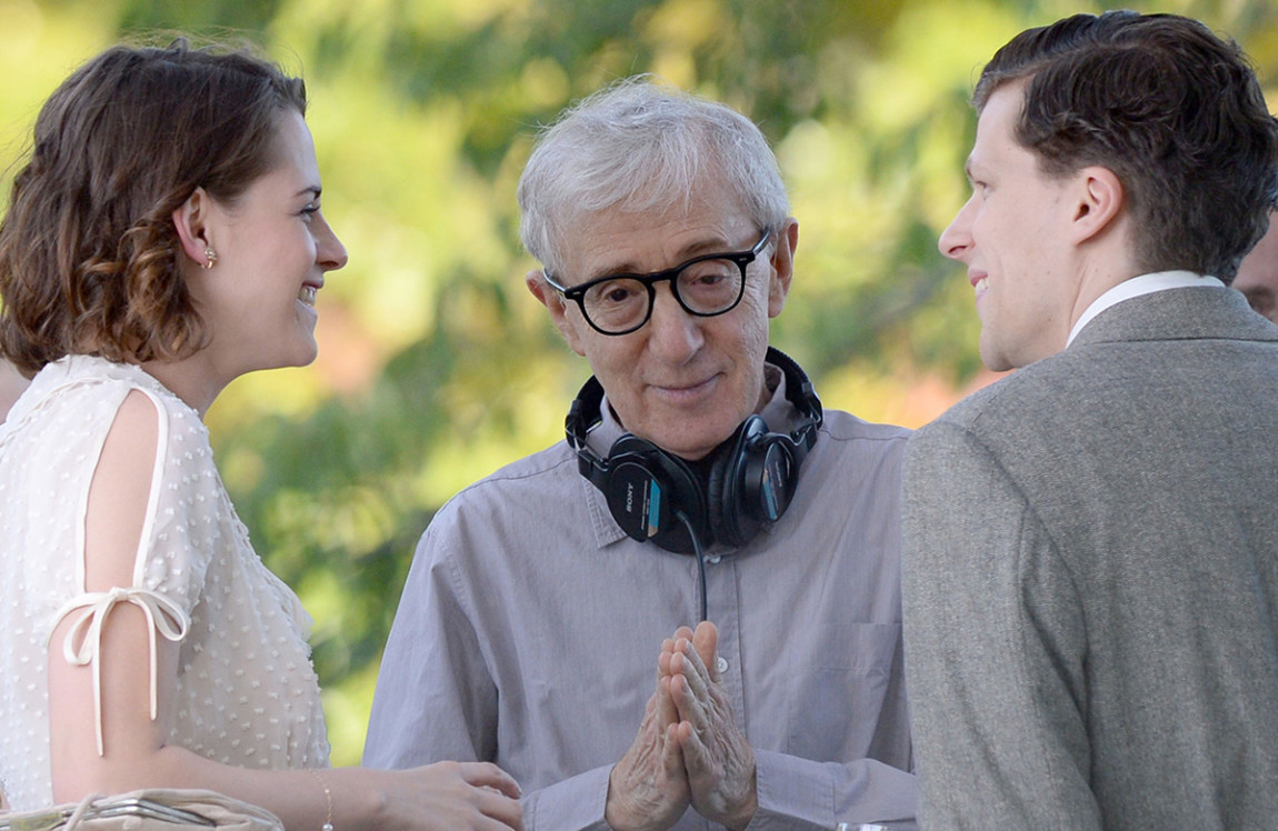 Jesse Eisenberg seen on location of the untitled Woody Allen Summer Project filming in Central Park on October 21, 2015 in New York City. Pictured: Kristen Stewart, Woody Allen, Jesse Eisenberg Ref: SPL1157849 211015 Picture by: Splash News Splash News and Pictures Los Angeles:310-821-2666 New York:212-619-2666 London:870-934-2666 photodesk@splashnews.com