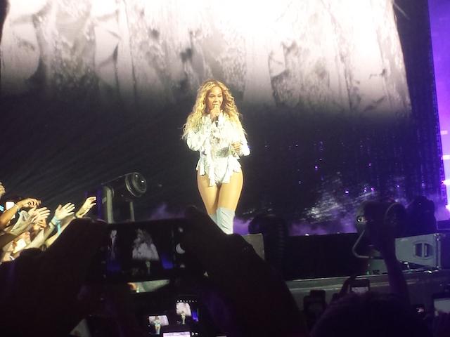 Beyoncé-Milano-2016-7