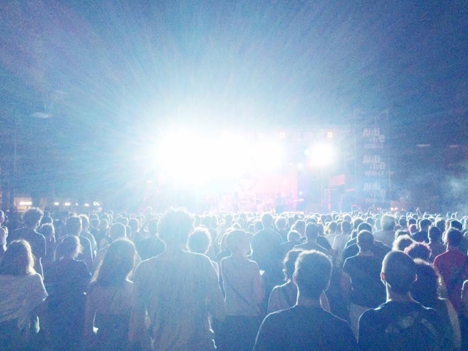 Arti Vive Festival: Peter Hook sul palco a suonare i Joy Division, duemila persone in piazza a Soliera