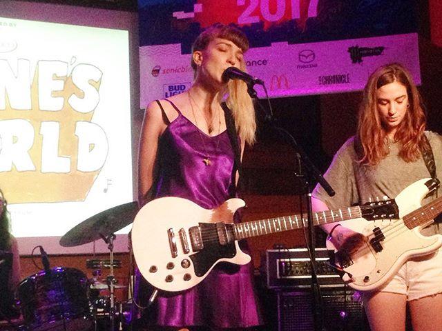 Vibes anni '90 con The Big Moon, from London. #texas #austin #festival #music #sxsw #sxsw17