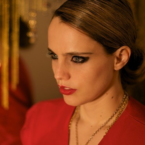 Anna Calvi new album 'Hunter' will be out on Aug 31st