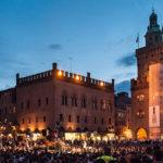 I Fast Animals And Slow Kids al tramonto in Piazza Maggiore